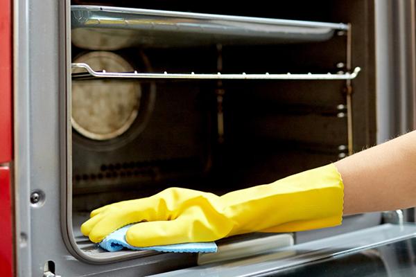 como limpiar el horno quemado